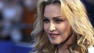 Photo of Madonna sufrió fuerte caída durante concierto en París
