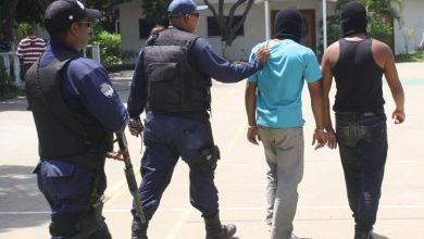 Photo of Presos dos azotes que atacaron a comisión policial con bomba lacrimógena en Puerto La Cruz
