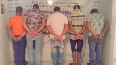 Photo of Detenidas 5 personas por vender puestos en estaciones de combustible