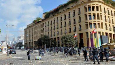 Photo of Dimite el Gobierno del Líbano en medio de protestas tras la tragedia en Beirut