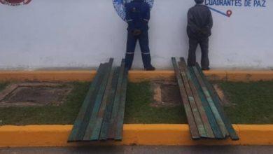 Photo of Detienen a dos sujetos que hurtaban tubos en el INIA El Tigre