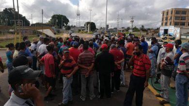 Photo of Conductores trancaron la salida de El Tigre tras permanecer ocho días en cola por gasolina